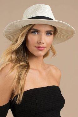 Какая шляпка подойдет на лето девушке  фото