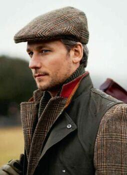 Классические кепки в английском стиле фото