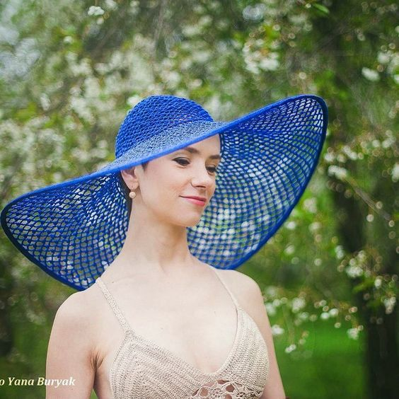 Женская шляпа по цвету фото