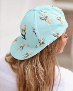 Женская летняя шапка с козырьком  фото