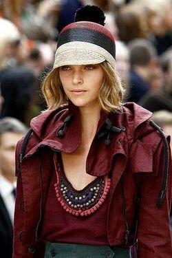 С чем носить летнюю женскую жокейку фото