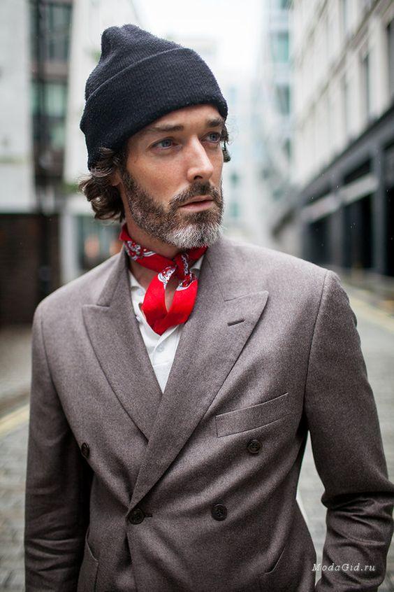 Мужские шапки и пиджак фото