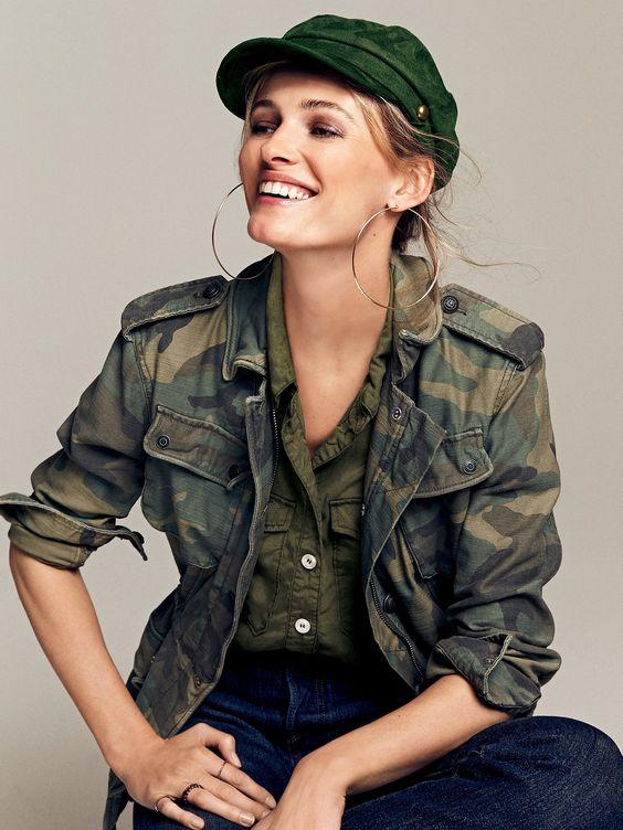 Женские головные уборы в стиле милитари фото