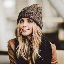 Как менялась мода на женские шапки фото