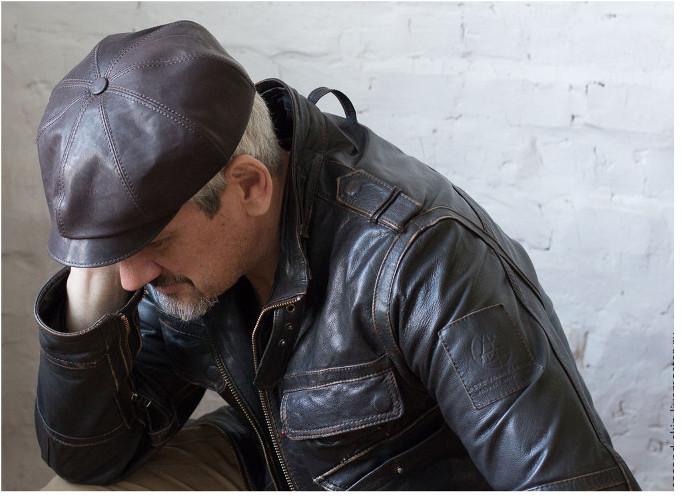 Трикотажная шапка или кожаная кепка фото