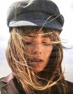 С чем носить женскую кепку осенью фото