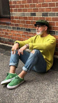 С чем носить мужские кепки весной фото