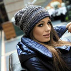 С чем носить вязаную шапку женщине осенью фото