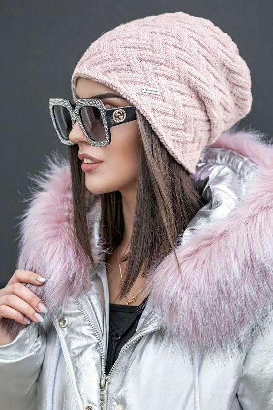 Женская шапка под куртку фото