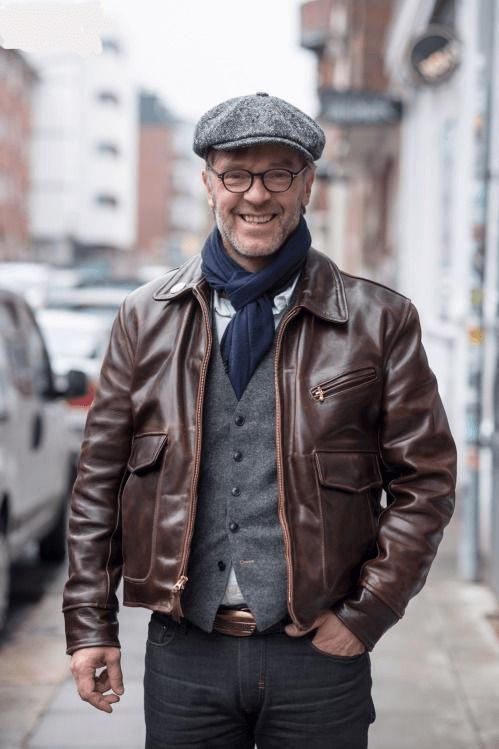 Какую шапку одеть под кожаную куртку фото