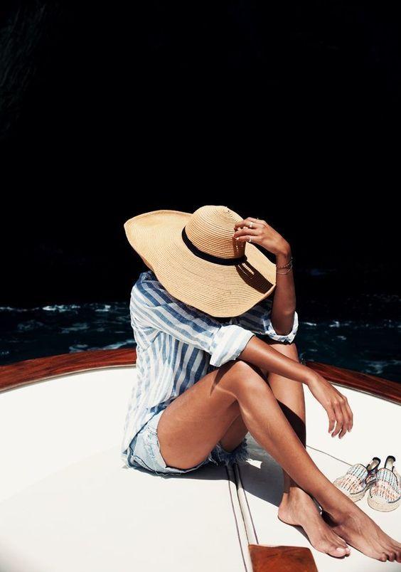 Летняя шляпа с большими полями. История фото