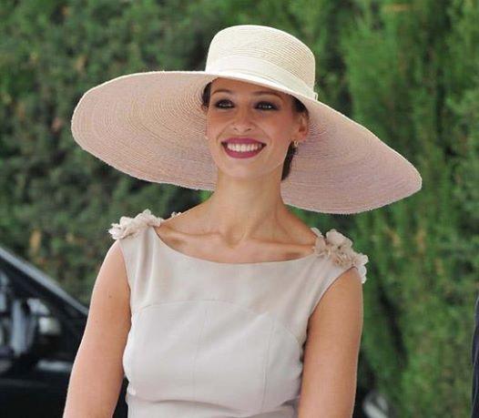 Женская широкополая шляпа фото