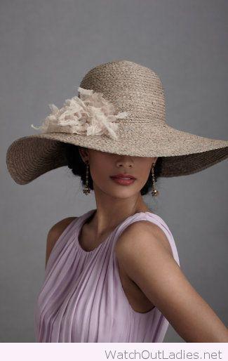 Широкополая шляпа для женщин фото
