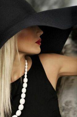 Широкополая шляпа с чем носить фото