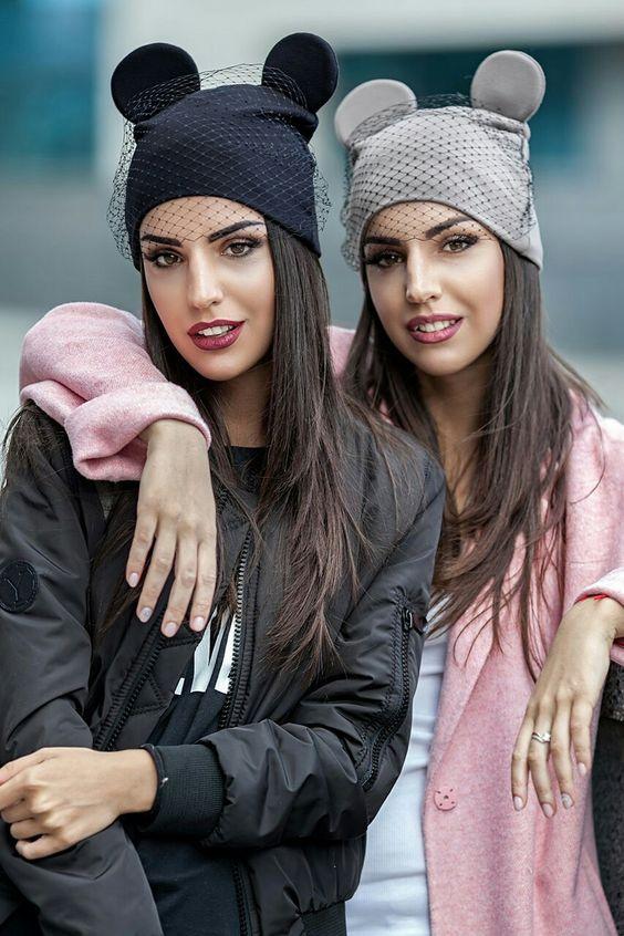 Модные вязаные шапки для женщин фото