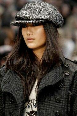 С чем носить зимнюю женскую кепку фото